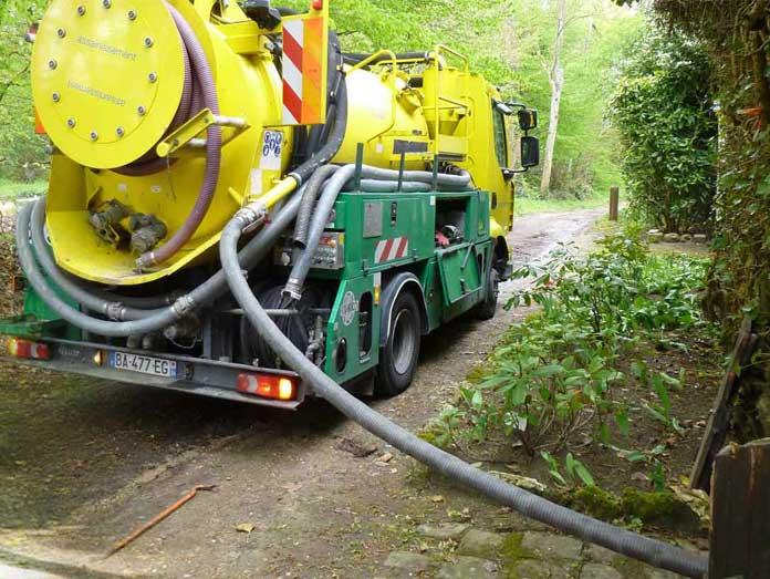 Pompage de produits chimiques PLOMBIER 77 - Intervention Rapide, camion pompe 77, camion pompe seine et marne 77, dépannage plomberie 77